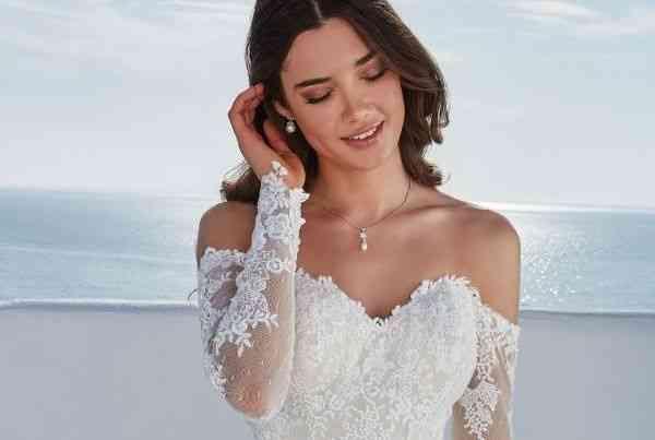 Wedding dress photos wedding dresses pictures weddingwire wedding dresses justin alexander junglespirit Gallery